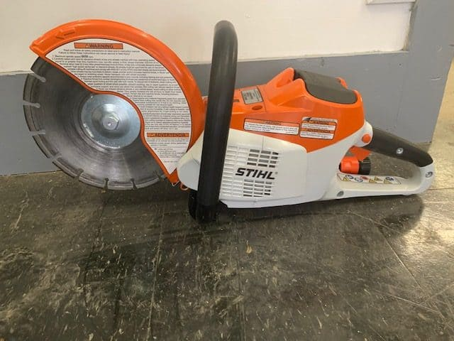 9 inch battery powered saw